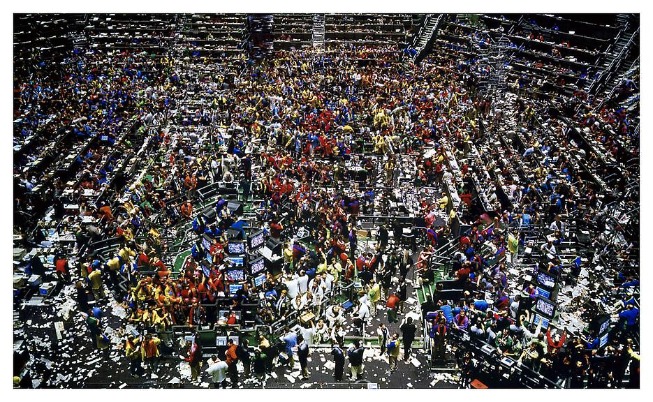 004_andreas-gursky_theredlist